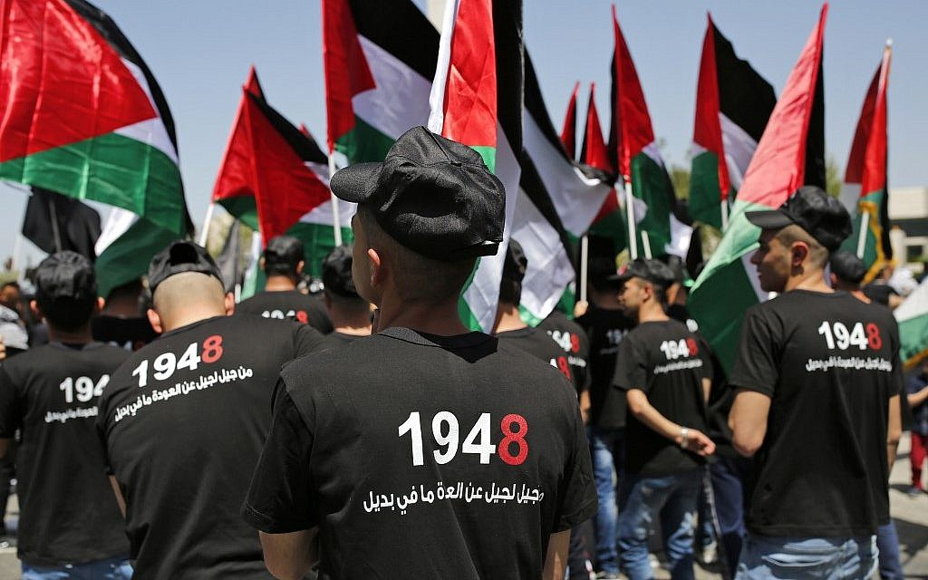 "Palestinians hold up paper cutouts of keys as they take part in a rally marking the 71st anniversary of the 'Nakba', or catastrophe, on May 15, 2019 in Ramallah in the Israeli-occupied West Bank. - Palestinians are marking the 1948 Nakba, or ""catastrophe"", which left hundreds of thousands of Palestinians displaced by the war accompanying the birth of Israel. (Photo by ABBAS MOMANI / AFP)"