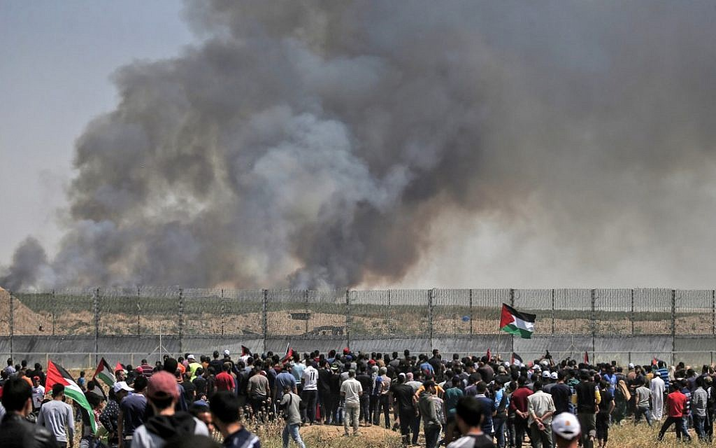 Gazans launch dozens of fire balloons into Israel as Palestinians riot on border