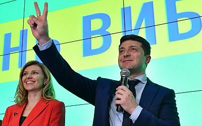 Ukrainian comic actor showman and presidential frontrunner Volodymyr Zelensky delivers a speech after the first exit poll results at his campaign headquarters in Kiev, March 31, 2019. (Genya SAVILOV/AFP)