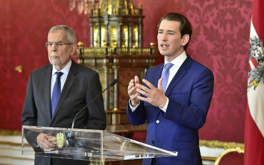 Austrian President Alexander Van der Bellen, left, and Austrian Chancellor Sebastian Kurz deliver a press statement after a meeting on May 19, 2019 in Vienna. (HANS PUNZ / APA / AFP)