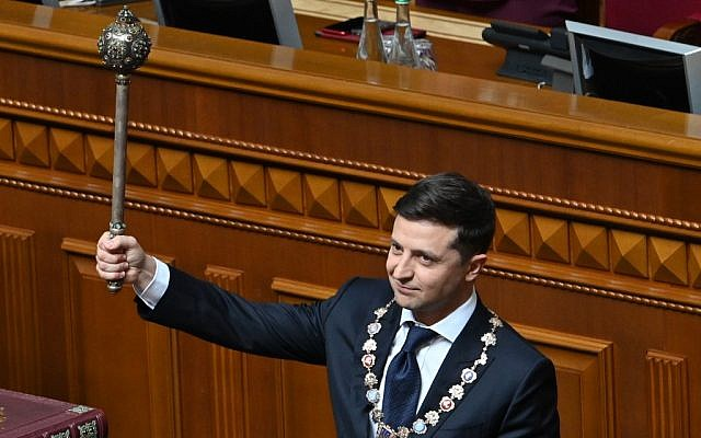 Ukraine's President Volodymyr Zelensky holds Bulava, the Ukrainian symbol of power, during his inauguration ceremony at the parliament in Kiev on May 20, 2019. (Genya SAVILOV / AFP)