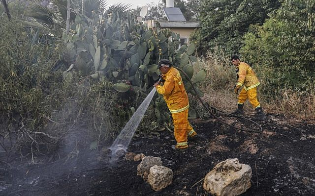 Firefighters extinguish the fire of a burning house amid extreme heat wave in Kibbutz Harel in central Israel on May 23, 2019. (Ahmad GHARABLI / AFP)