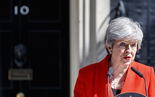 Britain's Prime Minister Theresa May announces her resignation outside 10 Downing street in central London on May 24, 2019 (Tolga AKMEN / AFP)