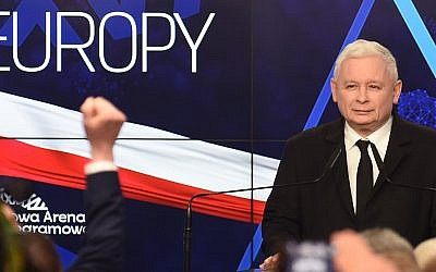 Jaroslaw Kaczynski, leader of PiS party (Law and Justice) gives a speech after announcing the first results of the European parliament election at the party's headquarters in Warsaw on May 26, 2019. (Janek SKARZYNSKI / AFP)