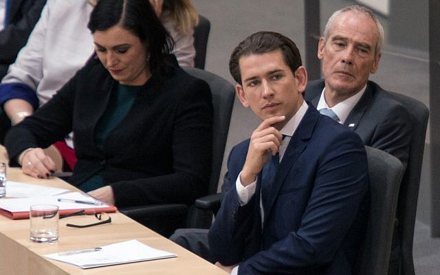 """Austrian Chancellor Sebastian Kurz (2ndR) and Interior Minister Eckart Ratz (R) listen to speeches head of a confidence vote on May 27, 2019 in Vienna following the fallout from the """"Ibiza-gate"""" scandal that toppled his coalition with the far-right. (ALEX HALADA / AFP)"""