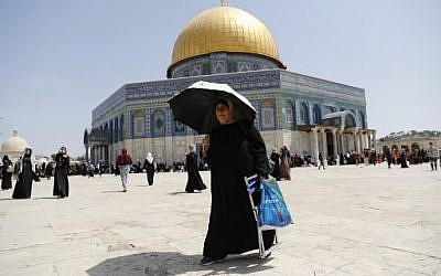 Palestinian Mulism worshipers gather at the Al-Aqsa Mosque on the Temple Mount in Jerusalem's Old City on May 31, 2019 on the last Friday of the Muslim holy month of Ramadan. (Ahmad Gharabli/AFP)