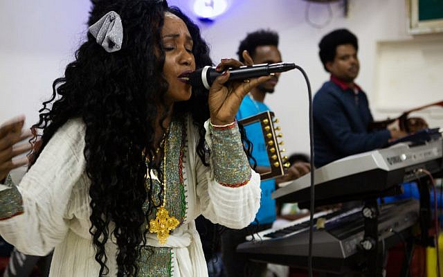 An Eritrean wedding singer. (Dafna Talmon)