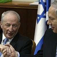 Prime Minister Benjamin Netanyahu, right, shakes hand with newly appointed Attorney General Yehuda Weinstein during the weekly cabinet meeting in Jerusalem, February 14, 2010. (AP Photos/Ronen Zvulun, Pool)