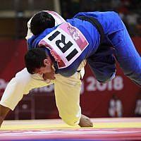 Uzbekistan's Bekmurod Oltiboev, in white, competes against Iran's Javad Mahjoub during their men's +100 kg judo bronze medal match at the 18th Asian Games in Jakarta, Indonesia, August 31, 2018. (AP/Dita Alangkara)
