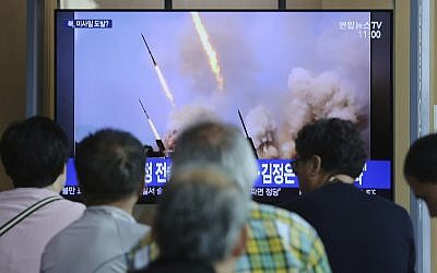 People watch a TV showing a news program reporting North Korea's missile launch, at the Seoul Railway Station in Seoul, South Korea, May 5, 2019 (AP Photo/Ahn Young-joon)
