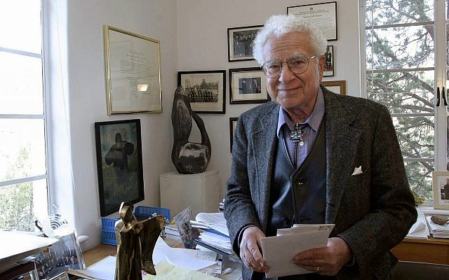 In this Nov. 14, 2003, file photo, Santa Fe Institute co-founder Murray Gell-Mann, winner of the 1969 Nobel Prize for physics, is seen Santa Fe Institute in Santa Fe, New Mexico (AP Photo/Jane Bernard, File)
