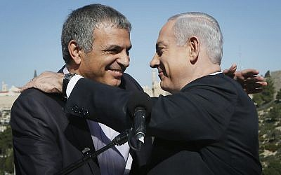 Backdropped by Jerusalem's Old City Walls, Prime Minister Benjamin Netanyahu (right) holds a press conference with Moshe Kahlon, January 21, 2013. (Miriam Alster/FLASH90)