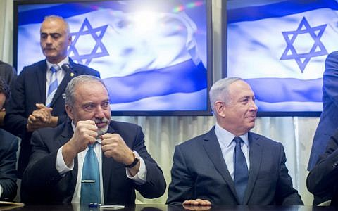 Prime Minister Benjamin Netanyahu and leader of the Yisrael Beyteinu political party Avigdor Liberman sign a coalition agreement in the Israeli parliament on May 25, 2016 (Yonatan Sindel/FLASH90)