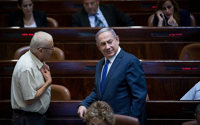 Prime Minister Benjamin Netanyahu speaks with Likud MK Benny Begin (L) at the Knesset on August 1, 2016. (Yonatan Sindel/Flash90)