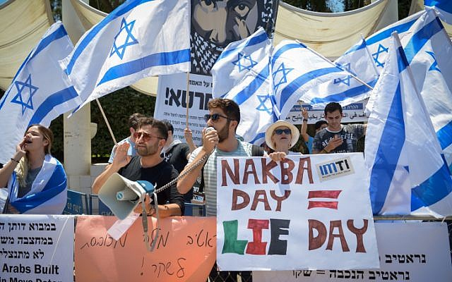 Im Tirzu movement activists demonstrate near to Arab Israeli and Israeli left wing activist students during a rally marking the Nakba anniversary day at Tel Aviv University on May 14, 2018. (Flash90)
