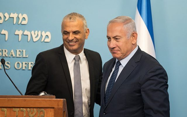 Prime Minister Benjamin Netanyahu with Finance Minister Moshe Kahlon during a press conference at the Prime Minister's Office in Jerusalem on October 9, 2018. (Hadas Parush/Flash90)