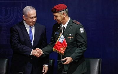 Prime Minister Benjamin Netanyahu shakes hands with incoming IDF Chief of Staff Aviv Kohavi at IDF headquarters in Tel Aviv on January 15, 2019. (Flash90)
