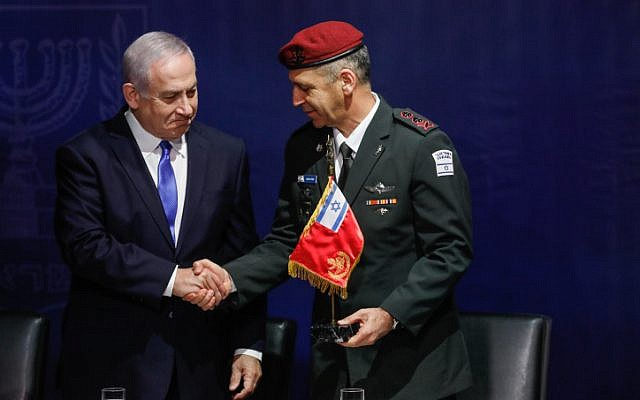 Prime Minister Benjamin Netanyahu (left) shakes hands with incoming IDF Chief of Staff Aviv Kohavi at IDF headquarters in Tel Aviv on January 15, 2019. (Flash90)