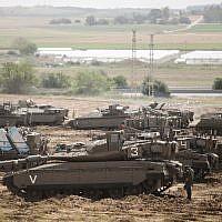 Israeli soldiers seen near IDF tanks stationed near the Gaza border, May 6, 2019 (Aharon Krohn/Flash90)