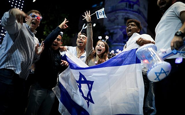 People celebrate Israel's 71st Independence Day in Jerusalem on May 8, 2019. (Hadas Parush/Flash90)