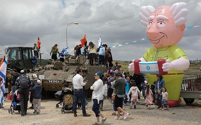 People celebrate Israel's 71st Independence Day at an IDF fair in the Etzion settlement bloc in the West Bank on May 9, 2019. (Gershon Elinson/Flash90)