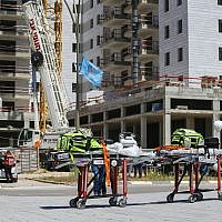 The scene where a crane collapsed at a construction site in Yavneh, killing four people and injuring two, May 19, 2019. (Flash90)