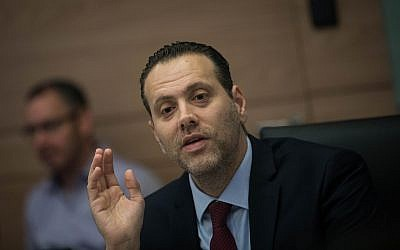 Knesset House Committee Chairman MK Miki Zohar (Likud) leads a discussion on canceling the 2013 law limiting the number of ministers, at the Knesset, May 21, 2019. (Yonatan Sindel/Flash90)