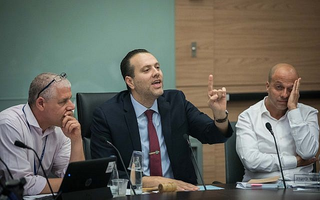 Knesset House Committee Chairman MK Miki Zohar leads a discussion to cancel the 2013 law limiting the number of ministers, at the Knesset, May 21, 2019. (Yonatan Sindel/Flash90)