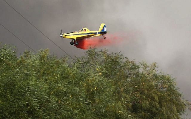 Firefighter planes work to put out a fire raging in near Kibbutz Harel, on May 23, 2019. (Flash90)