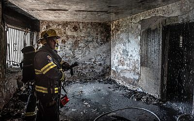 Fire fighters at the scene of a fire in an apartment in the northern city of Safed, on May 25, 2019. (Basel Awidat/Flash90)