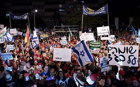 Thousands of Israelis take part in a protest against Israeli Prime Minister Benjamin Netanyahu in Tel Aviv on May 25, 2019. The rally is under the banner 'Stopping the Immunity Law — A Defensive Shield for Democracy.' (Tomer Neuberg/Flash90)