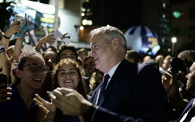 Blue and White party leader Benny Gantz at a demonstration outside the Tel Aviv Museum on May 25, 2019 focused on Prime Minister Benjamin Netanyahu's efforts to advance legislation to avoid prosecution in three criminal cases he faces. (Tomer Neuberg/Flash90)
