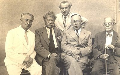 Shalom (Zvi) Harry Davidowitz, an American rabbi who helped draft Israel's constitution (far left) with Shaul Tchernichovky, Eliyahu Goldenberg, Tel Aviv mayor Israel Rokach and Simon Dubnov (Courtesy Toldot Yisrael)
