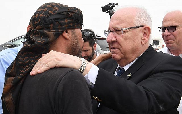 President Reuven Rivlin pays a condolence visit at the home of Ziad al-Hamamda, who was killed on May 5, 2019, in a rocket strike on Ashkelon. (Mark Neiman/GPO)