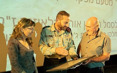 Northern Command chief Maj. Gen. Amir Baram, center, awards a certificate of appreciation to Yisrael and Orit Klausner, whose son, Ohad, was killed on July 26, 2006, in the Second Lebanon War, during a ceremony in May 2019. (Israel Defense Forces)