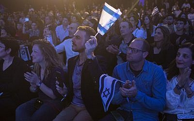 Israelis in Tel Aviv react after watching the Beresheet spacecraft fail to land safely on the moon on April 11, 2019. (Amir Levy/Getty Images)