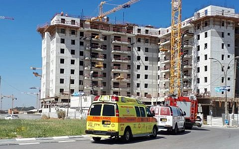 Rescue forces at the scene after a fatal construction crane collapse at a site in Yavneh, May 19, 2019. (Magen David Adom)