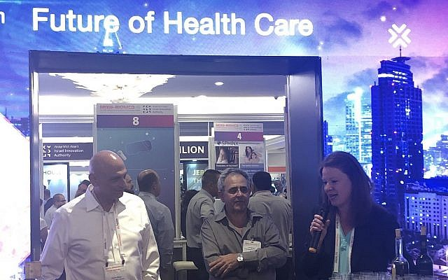 From left to right: Aharon Aharon, CEO, Israel Innovation Authority, Les Abelson, North America Program Manager, Israel Innovation Authority, and Kelly Krajnik, Senior Business Development Manager, MAYO Clinic Ventures, at the MIXiii Biomed Conference and Exhibition, May 14, 2019 (Israel Innovation Authority)