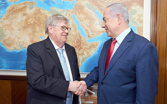 Prime Minister Benjamin Netanyahu (R) meets with Olli Heinonen, the former deputy head of the International Atomic Energy Agency, at his office in Jerusalem on June 6, 2019. (Haim Zach/GPO)