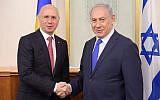 Prime Minister Benjamin Netanyahu (right) hosts Moldavian Prime Minister Pavel Filip in his Jerusalem office,  November 9, 2017 (Amos Ben Gershom,/GPO)