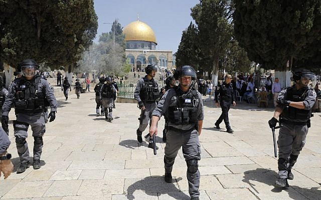 File: Israeli security forces gather at the Temple Mount in Jerusalem's Old City on June 2, 2019, after clashes broke out between police and Muslim worshipers following the entry of Jews to the site for Jerusalem Day. (Ahmad Gharabli/AFP)