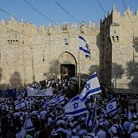 Israelis gather at the Old City's Damascus gate in Jerusalem on June 2, 2019, to celebrate Jerusalem Day (MENAHEM KAHANA / AFP)