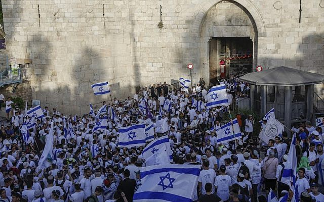 Jewish Orthodox marchers gather to celebrate Jerusalem Day at the Old City's Damascus gate in Jerusalem on June 2, 2019. (MENAHEM KAHANA/AFP)