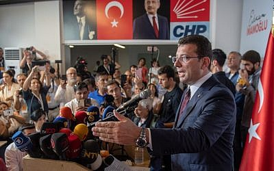 Ekrem Imamoglu, candidate of the secular opposition Republican People's Party (CHP), makes his victory statement at CHP offices in Istanbul, on June 23, 2019. (Bulent Kilic / AFP)