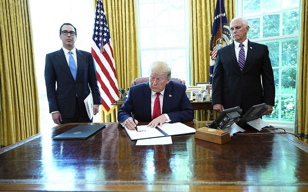 US President Donald Trump signs with US Vice President Mike Pence(R) and US Secretary of Treasury Steven Mnuchin at the White House on June 24, 2019, 'hard-hitting sanctions' on Iran's supreme leader. (MANDEL NGAN / AFP)