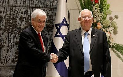 President Reuven Rivlin (R) and his Chilean counterpart Sebastian Pinera shake hands prior to their meeting at the President's Residence in Jerusalem on June 26, 2019. (Gali TIbbon/AFP)
