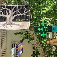 A picture taken on June 28, 2019 shows a pharmacy screen sign indicating the temperature of 44 degrees Celsius in Carpentras, south-eastern France. (Patrick Valasseris/AFP)