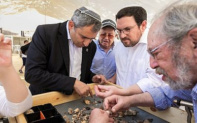 Minister of Jerusalem Affairs and Heritage Zeev Elkin (left), Director of American Friends of Beit Orot Shlomo Zwickler (right), and archaeologist Prof. Gabriel Barkay (far right) sift for artifacts at the relaunch of the Temple Mount Sifting Project, June 2, 2019. (Yosef Huri)