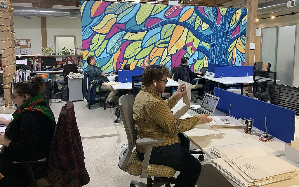 SketchPad Chicago is a co-working space that incorporates Jewish values and programming. (Josefin Dolsten)