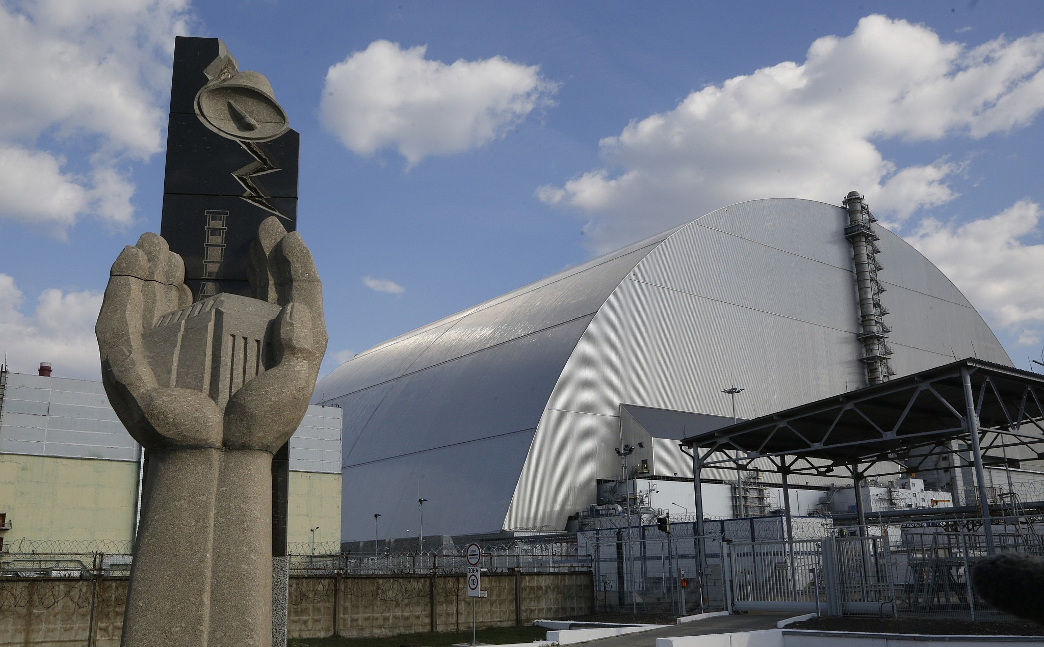 Israel's Dimona nuclear reactor isn't Chernobyl, but does
